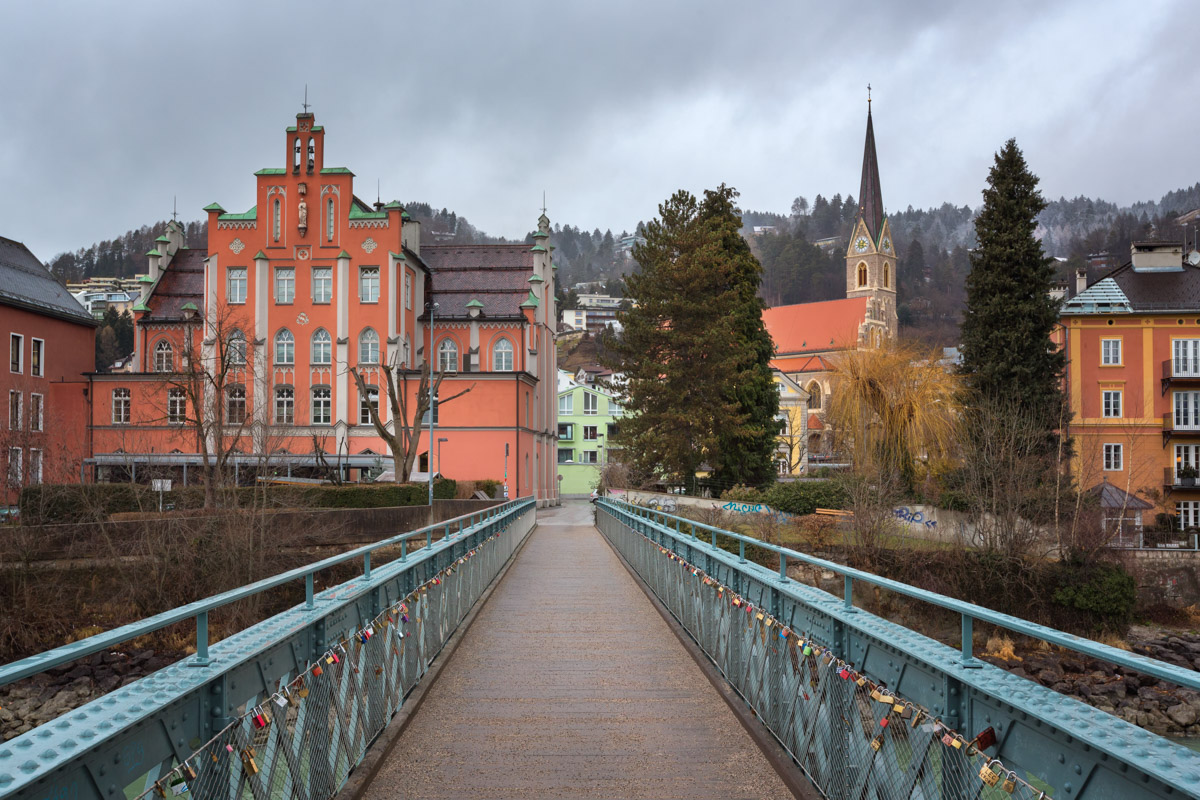 Emile-Bethouart-Steg Bridge and Saint Nikolaus Church, Innsbruck