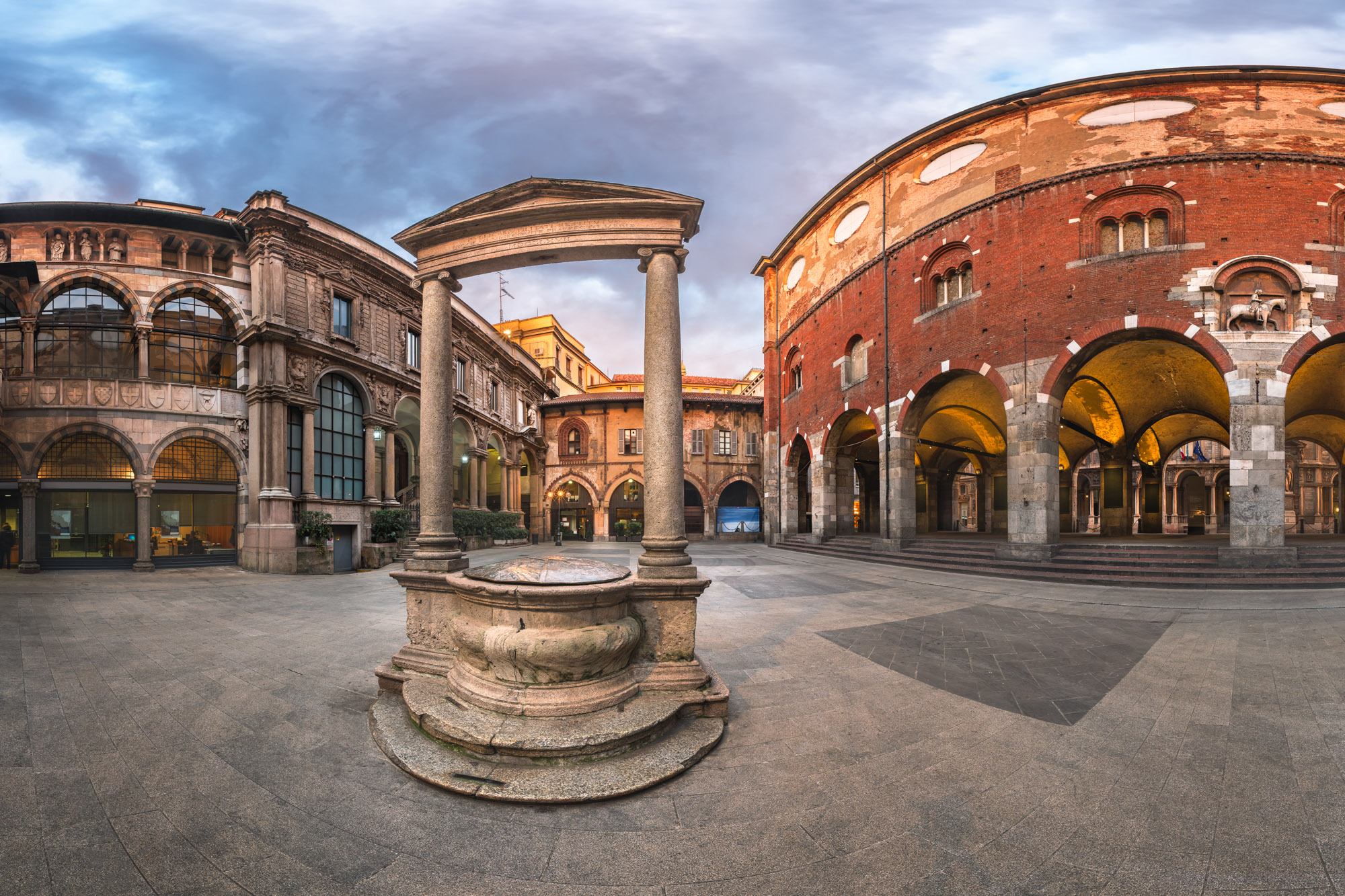 Palazzo della Ragione and Piazza dei Mercanti, Milan, Italy